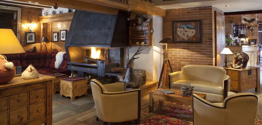 France_Les-deux-alpes_hotel_les_melezes_open_fire.jpg
